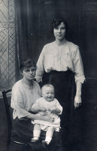 Aunt Kate, Charlie and Edie Howarth 27th July 1915